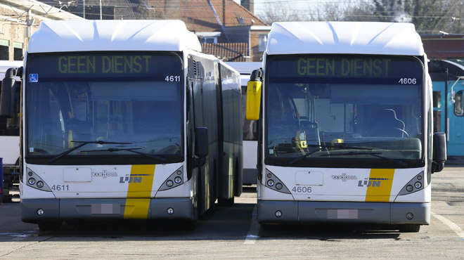 Un chauffeur de bus De Lijn agressé par deux hommes armés pendant une pause