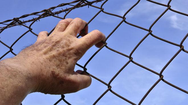 Fou d'amour, il s'introduit dans une prison en Allemagne pour rendre visite à son ex et la convaincre de revenir vers lui