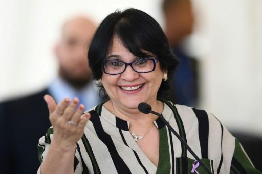 Brésil: Damares Alves, la ministre de Bolsonaro qui voit la vie en rose