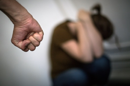 Belloubet veut plus de logements pour éloigner les conjoints violents