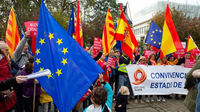 Des manifestants à Bruxelles s'opposent aux séparatistes catalans:
