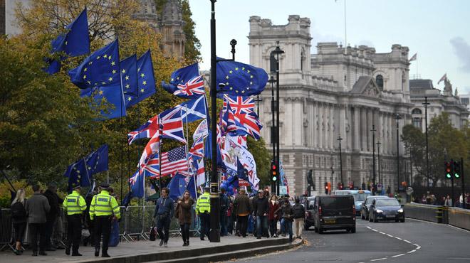 Brexit: les députés britanniques votent la tenue d'élections législatives anticipées le 12 décembre