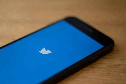 Twitter bannit les publicités politiques, Facebook persiste et signe