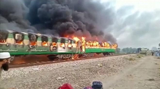Au moins 65 morts dans l'incendie d'un train de passagers au Pakistan