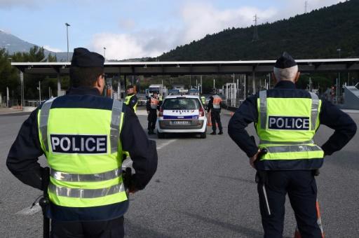 Alpes-Maritimes: 31 migrants pakistanais découverts dans un camion sur l'A8