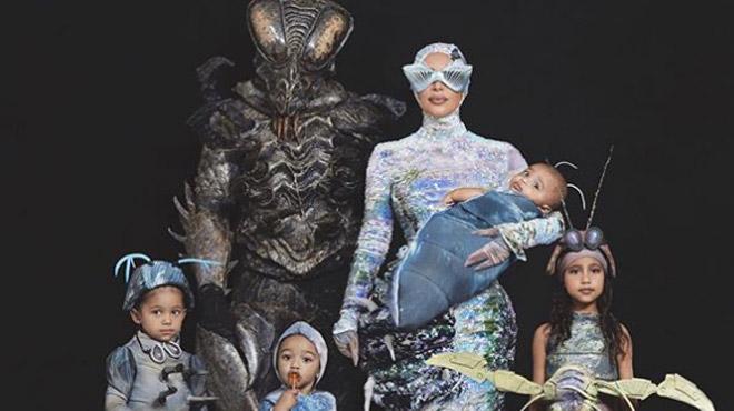 Kim Kardashian surprend en dévoilant ses costumes d'Halloween totalement WTF (photos)