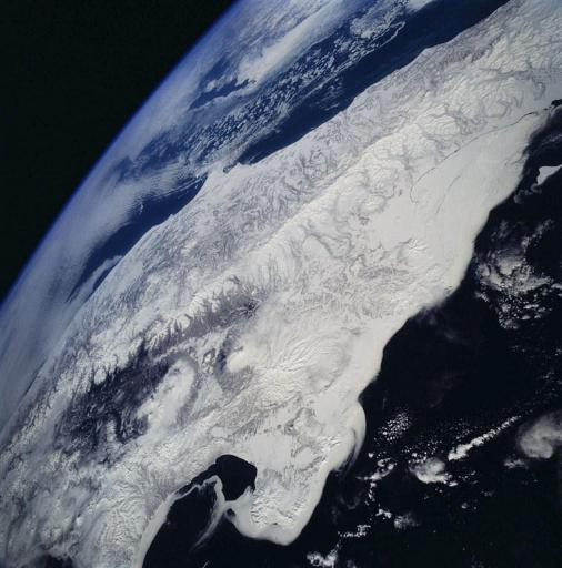 Un volcan de l'Extrême-Orient russe crache un panache de cendres de plusieurs kilomètres