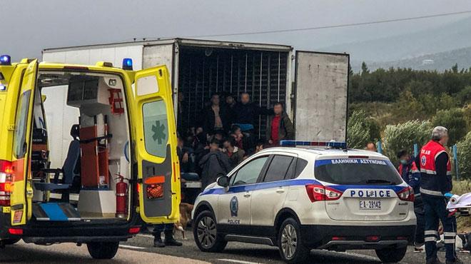 41 migrants découverts dans un camion frigorifique en Grèce