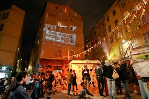 Un an après le drame de la rue d'Aubagne à Marseille : drapeaux en berne et habitants en colère