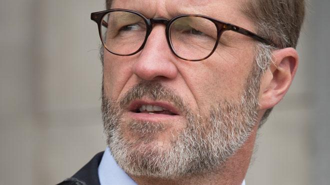 Paul Magnette nommé informateur royal: il cède temporairement son écharpe mayorale