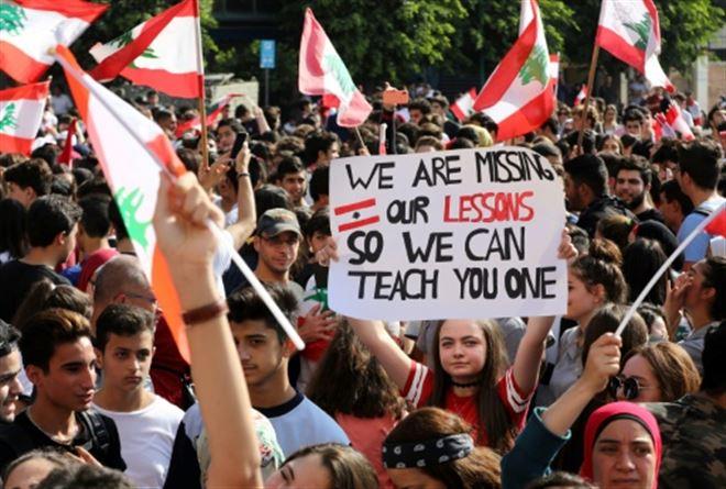 Contestation au Liban- des milliers d'écoliers et d'étudiants dans la rue