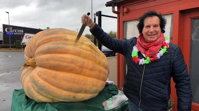 Enoooorme: Dani expose son potiron de 545 kilos à Rocourt