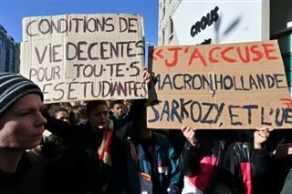Manifestations d'étudiants- gouvernement et opposition dénoncent les violences