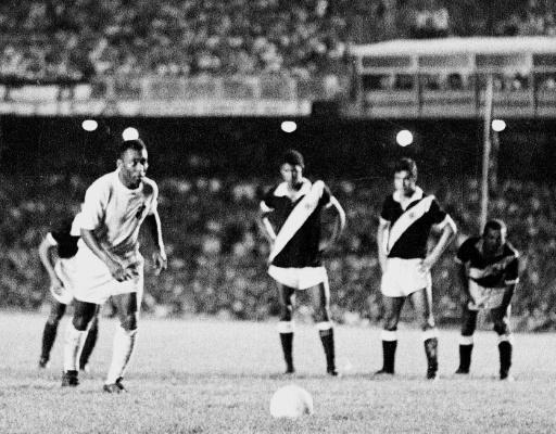"""O milésimo"""", ou l'histoire du millième but de Pelé - RTL Info"""