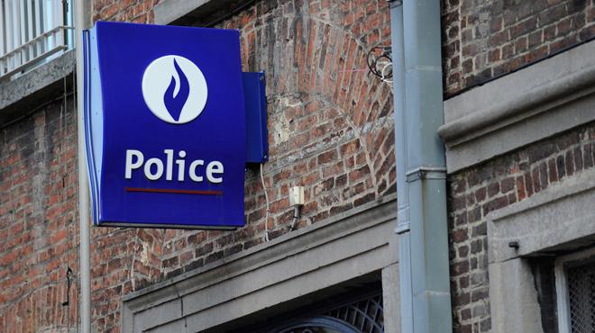 Un jeune conducteur provoque un accident à Gembloux avant d'être arrêté pour un délit de fuite: les jours de son passager sont en danger