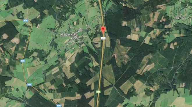 Accident sur la E25 vers Liège: un pick-up se met en travers de la route, une voiture le percute