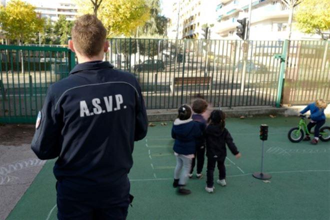 A Nice, une nouvelle mission pour la police municipale- agent d'école