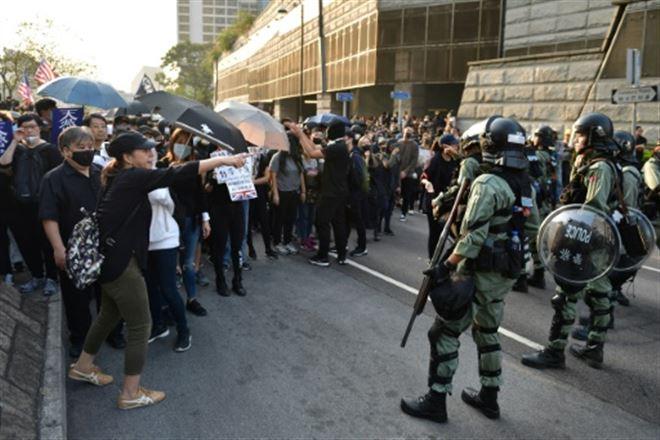 Hong Kong- les noces entre une manifestante et un policier ont du plomb dans l'aile