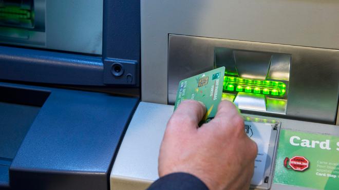 Prêter sa carte bancaire et devenir une mule financière :