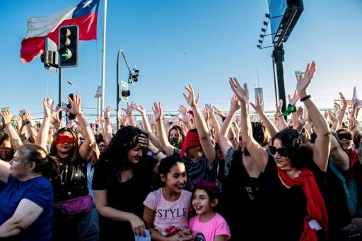 Chili: des milliers de femmes manifestent contre les agressions et l'oppression