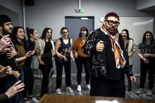 Une école porte haut la comédie musicale à la française