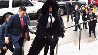 Cardi B au tribunal de New York- la star se fait à nouveau remarquer (photos)