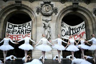 Le Lac des Cygnes sur le parvis- quand l'Opéra de Paris fait la grève