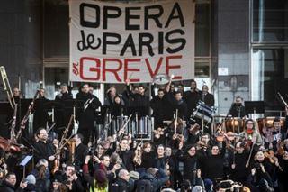 Opéra en grève- après le ballet devant Garnier, concert à Bastille