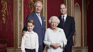Nouveau portrait de famille- le prince George vole la vedette (photo)