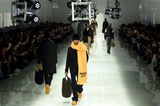 Bottes, lainages, tissus recyclés- les tendances de la Semaine de la mode de Milan