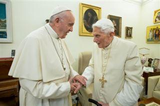 Vatican- l'ex-pape Benoît XVI retire son nom d'un livre controversé