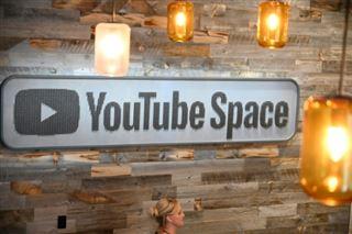 YouTube oriente ses usagers vers des vidéos niant le changement climatique, accuse une ONG