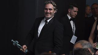 Tout juste récompensé aux SAG Awards, Joaquin Phoenix quitte la soirée pour aller manifester devant un abattoir à cochons