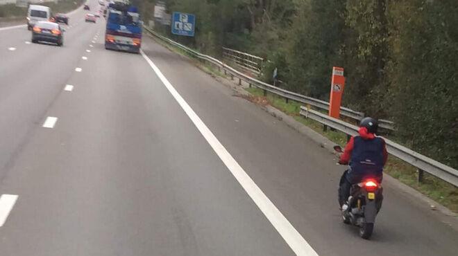 En cyclomoteur sur l'autoroute 8580914_700x0