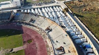 En Syrie, un stade de football en guise d'abri pour des centaines de familles