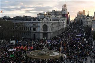 Journée mondiale des femmes- l'Espagne défile contre le patriarcavirus