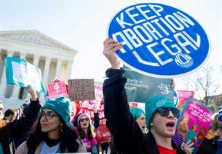 Un juge interdit au Texas de suspendre les avortements pendant la crise du coronavirus
