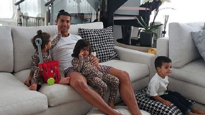 Le joli soutien de Cristiano Ronaldo au personnel des soins de santé- Soyons reconnaissants envers les choses qui comptent 1