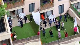 Coronavirus- des dizaines de personnes assistent à un mariage... depuis leur balcon à Tel Aviv (vidéo)