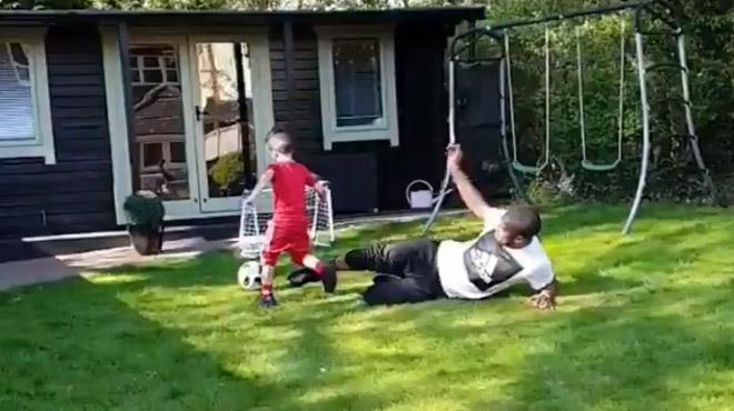 Christian Kabasele tacle son fils, Jack Wilshere sa femme- le nouveau défi inattendu des joueurs de foot (vidéos)