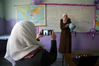 Dans une Syrie dévastée, le pari ardu de l'éducation en ligne face au virus