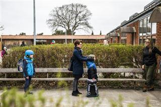 Après un mois loin des salles de classe, les jeunes Danois reprennent le chemin de l'école