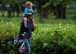 Premières sorties des enfants d'Espagne après six semaines de confinement