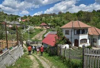 Sous-équipées, Roumanie et Bulgarie au défi de l'école très longue distance
