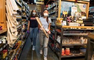 Des lycéens californiens à l'école du bénévolat grâce à la pandémie