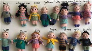 Ses élèves de maternelle lui manquent- elle les crée en poupées (photo)