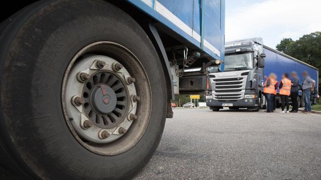 39 personnes mortes asphyxiées à bord d'un camion en Angleterre- la police arrête 13 suspects à Bruxelles
