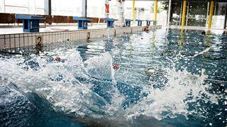 DOUCHE FROIDE- Victor ne comprend pas pourquoi les piscines ne peuvent pas encore rouvrir