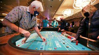 Parois en plexiglas, jetons désinfectés, personnel masqué- Las Vegas rouvre ses casinos avec des règles strictes (photos)