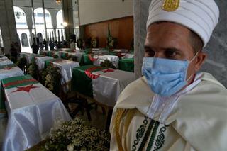 L'Algérie enterre ses premiers martyrs anti-coloniaux